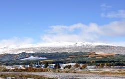Paisagem nevado de outubro das montanhas escocesas imagem de stock