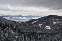 Paisagem no inverno em montanhas de Bucegi Fotos de Stock