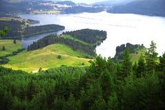 Paisagem no lago da montanha Fotos de Stock