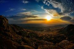 Paisagem no por do sol/nascer do sol sobre campos Fotos de Stock Royalty Free