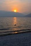 Paisagem no por do sol no lago Fotografia de Stock