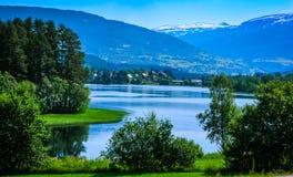 Paisagem norueguesa bonita com água Fotos de Stock Royalty Free