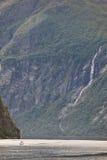 Paisagem norueguesa do fjord Viagem do iate Visita Noruega Fotografia de Stock