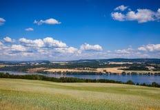 Paisagem norueguesa do verão com lago Mjosa Oppland Noruega imagem de stock royalty free