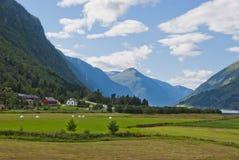 Paisagem norueguesa impressionante da montanha fotografia de stock