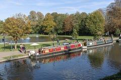 Paisagem outonal no canal de Kennet e de Avon em Newbury, Reino Unido imagens de stock royalty free