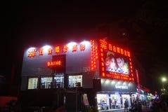 Paisagem pedestre comercial da noite da rua de Shenzhen Xixiang Imagens de Stock Royalty Free