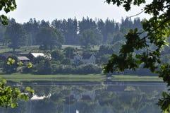 Paisagem pelo lago Fotografia de Stock Royalty Free