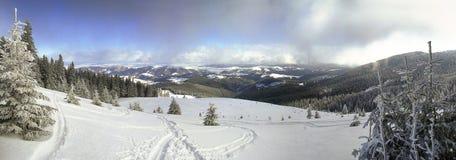 Paisagem perfeita do esqui da montanha Imagem de Stock Royalty Free