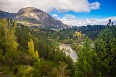 Paisagem perto de Coyhaique, região de Aisen, estrada sul Carretera Austral, Patagonia, o Chile Floresta foto de stock