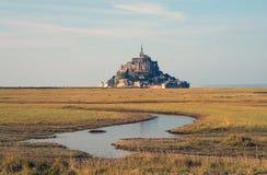 Paisagem perto de Mont Saint-Michel no outono fotografia de stock