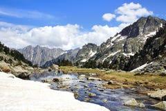Paisagem pitoresca da natureza com lago Foto de Stock Royalty Free
