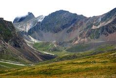 Paisagem, Rússia, o Lago Baikal, caminhada, curso, montanha, montanhas, pedras, recreação, florestas, Shumak imagem de stock royalty free