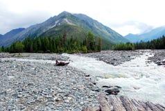 Paisagem, Rússia, o Lago Baikal, trekking, curso, montanhas, recreação, floresta, shumack, verde, lago, rio Imagens de Stock Royalty Free
