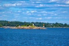 Paisagem rochosa do litoral perto de Kotka, Finlandia imagem de stock royalty free