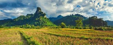 Paisagem rural bonita Vang Vieng, Laos Panorama Imagem de Stock Royalty Free