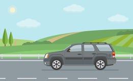 Paisagem rural com estrada e mover-se fora do veículo de estrada Imagens de Stock Royalty Free
