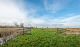 Paisagem rural com portas de madeira Fotos de Stock Royalty Free
