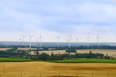 Paisagem rural com turbinas de vento imagem de stock royalty free