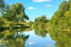Paisagem rural do verão com rio e floresta Imagens de Stock Royalty Free