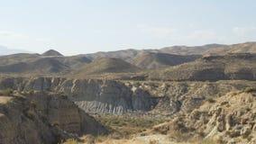 Paisagem só do deserto no meio das montanhas filme