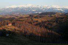 Paisagem sereno da montanha na luz do por do sol Fotografia de Stock Royalty Free