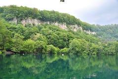 Paisagem sereno: lago azul Fotos de Stock Royalty Free