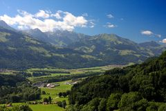 Paisagem suíça da montanha do castelo de Gruyer Fotografia de Stock