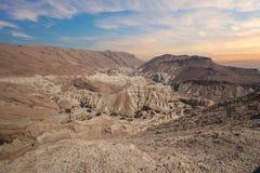 Paisagem surpreendente do deserto de Israelian na maneira ao Mar Morto imagens de stock royalty free
