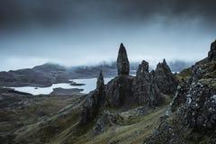 A paisagem surpreendente em torno do anci?o de Storr foto de stock