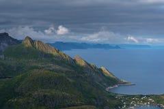 Paisagem típica de Noruega do norte imagem de stock royalty free