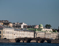 A paisagem urbana. A construção velha do palácio Imagens de Stock Royalty Free