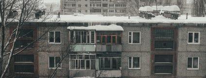 Paisagem urbana da cidade velha em Rússia Vida de russos ordinários imagens de stock royalty free