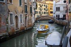 Paisagem urbana típica de Veneza velha Imagens de Stock