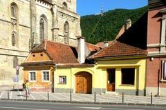 Paisagem urbana típica em Brasov, Transilvania Fotos de Stock Royalty Free