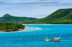 Paisagem verde da natureza da ilha e do mar Imagem de Stock