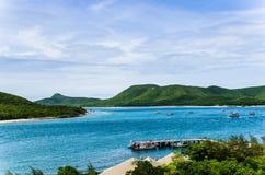 Paisagem verde da natureza da ilha e do mar Imagem de Stock Royalty Free