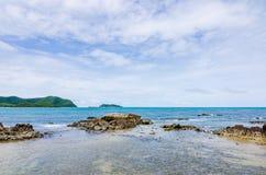Paisagem verde da natureza da ilha e do mar Fotografia de Stock