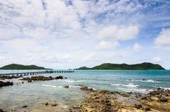 Paisagem verde da natureza da ilha e do mar Imagens de Stock Royalty Free