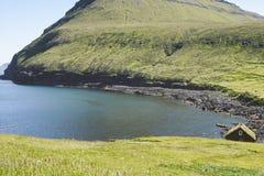 Paisagem verde em Ilhas Faroé Foto de Stock Royalty Free