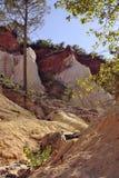 A paisagem vermelha escavou por seis gerações de PR de Colorado do ocre dos mineiros Fotos de Stock Royalty Free