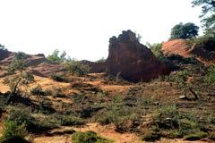 A paisagem vermelha escavou por seis gerações de PR de Colorado do ocre dos mineiros Foto de Stock