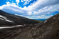 Paisagem vulcânica Vulcão de Avachinsky - vulcão ativo da península de Kamchatka Rússia, Extremo Oriente imagem de stock royalty free