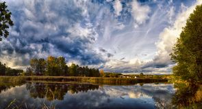 Paisagens bonitas da natureza de Bielorrússia fotos de stock