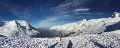 Paisagens bonitas dos alpes em bornant grande imagem de stock