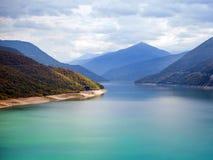 Paisagens da água e das montanhas, reservatório na opinião superior de Tbilisi foto de stock royalty free
