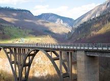 Paisagens da ponte de Montenegro - de Djurdjevica Tara fotografia de stock