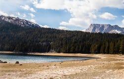 Paisagens de Montenegro - lago preto Durmitor imagens de stock