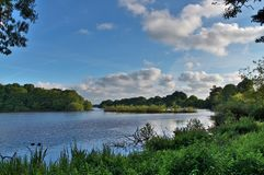 Paisagens diferentes Alemanha notthern recolhida - florestas, campos, lagos e céus bonitos imagem de stock