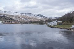 Paisagens do inverno do parque nacional de Dovestone e dos reservatórios, distrito máximo, Inglaterra fotos de stock
